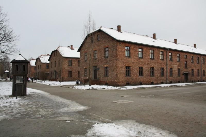 Der Appellplatz im Stammlager und einige Häftlingsblöcke.