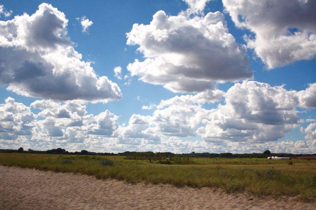 Ich mag Wolken, solange sie keinen Regen bringen und man sieht, dass da noch Himmel ist.